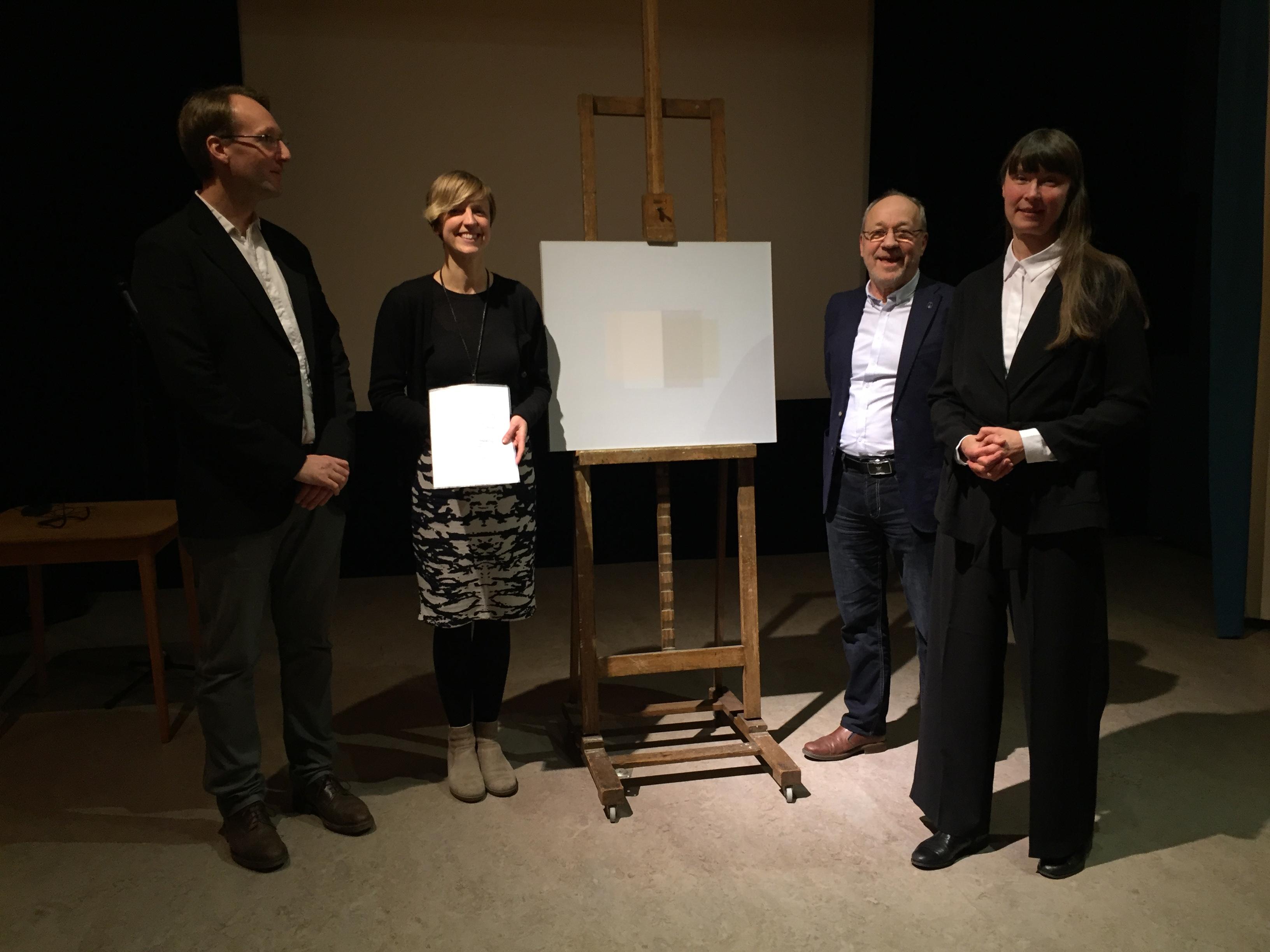 Vännern överlämnar konstgåva till Norrköpings Konstmuseum här representerat av Martin Sundberg, intendent samlingar, Helena Scragg, intent utställningar. Ordförande Anders Wickström och konstnär Katarina Andersson. Foto C. Fahlén